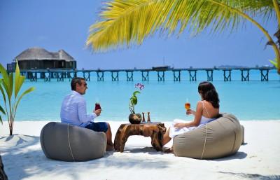 Halaveli beach Mauritius couple